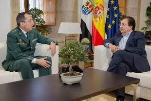 Fernández Vara recibe a José Andrés Campón, nuevo jefe de la Comandancia de la Guardia Civil de Cáceres