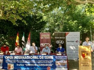 El Alcalde de Cáceres destaca la labor y la trascendencia deportiva del Club de Tenis Cabezarrubia