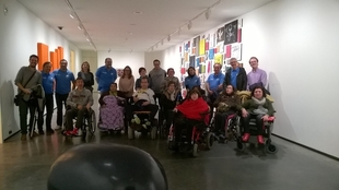 Una decena de personas con discapacidad visita el Museo Helga de Alvear de Cáceres de la mano de la Fundación 'La Caixa'