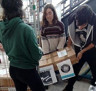 Llegan a Grecia los diez primeros palets recogidos en la campaña de ayuda de la plataforma Refugiados Cáceres