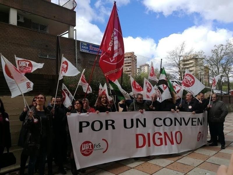 Trabajadores de Atento en Cáceres piden la firma del convenio colectivo y una subida salarial