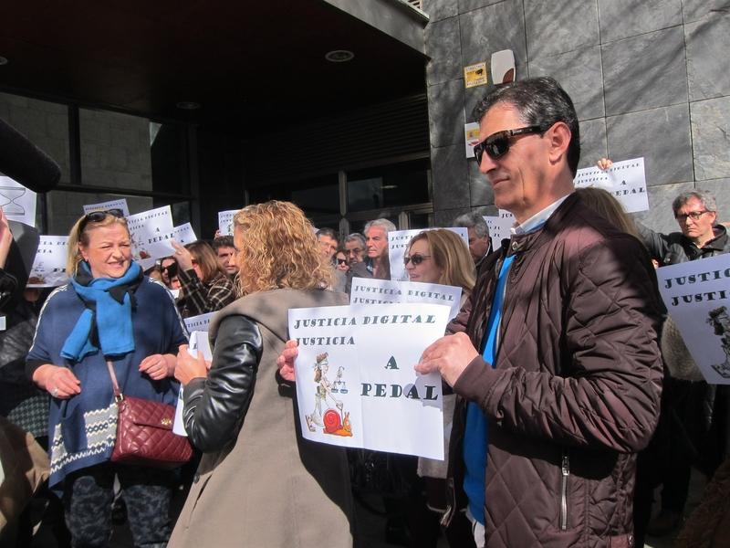 Trabajadores de Justicia de Cáceres protestan por la digitalización del sistema que ha ralentizado los procesos