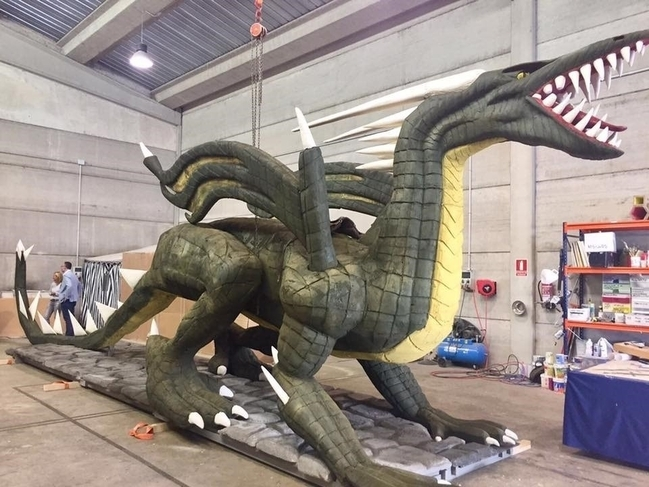 Cáceres celebra este sábado el desfile de San Jorge con un dragón de 14 metros de largo y 1.200 figurantes