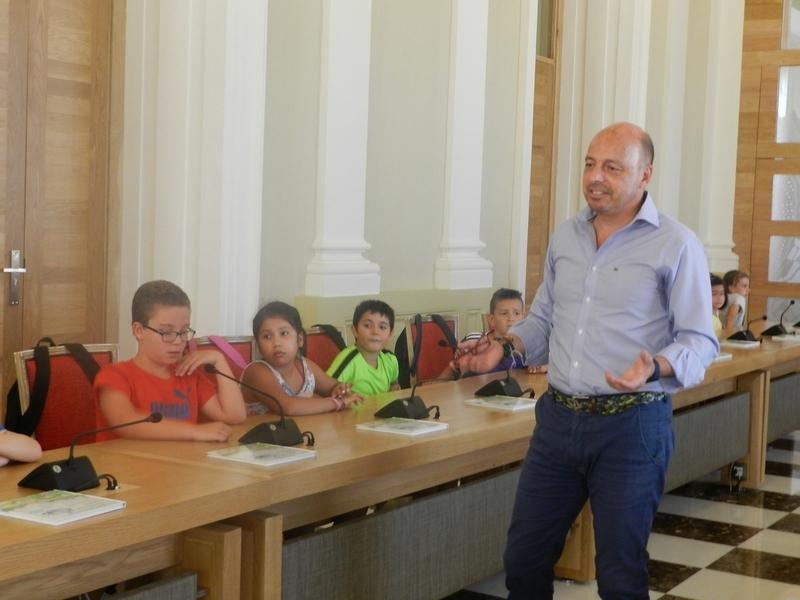 Un total de 29 niños conocen el funcionamiento del Ayuntamiento de Cáceres