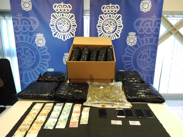 Tres detenidos en Cáceres por enviar 12 kilos marihuana por mensajería a Londres