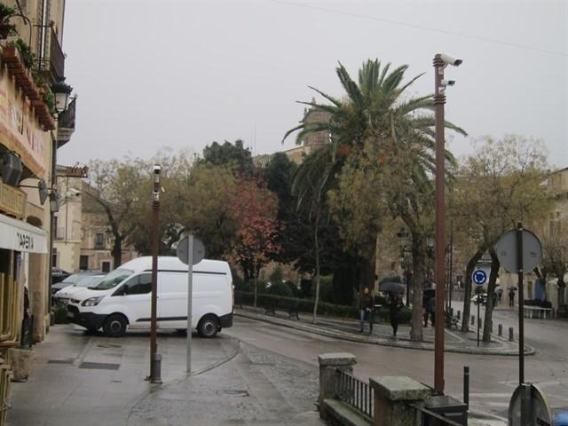 La alcaldesa de Cáceres pide que el acceso de tráfico a la ciudad monumental sea el