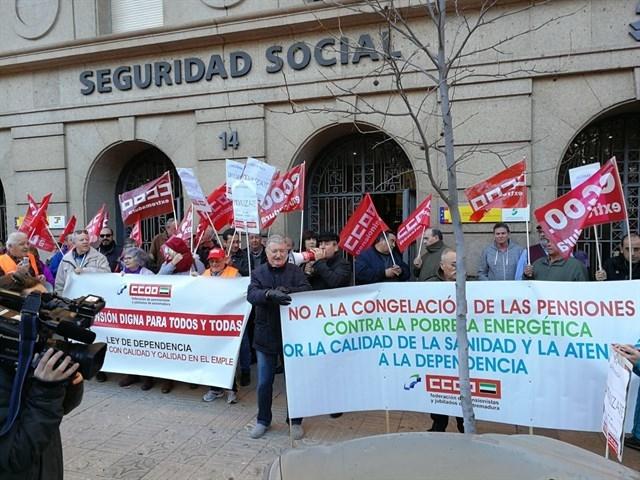 CCOO se concentra en Cáceres para reclamar unas pensiones