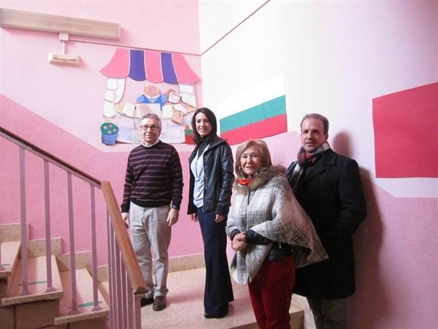 La consejera de Educación reprocha que se haya tardado 16 meses en entregar la parcela para el colegio PROA de Cáceres