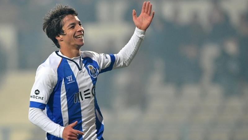 Óliver Torres quiere convencer Lopetegui para ganar una camiseta para el Mundial