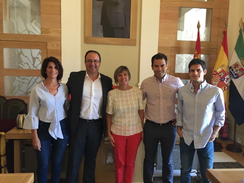 El concejal de Cs en Cáceres Víctor Peguero deja la política y Consuelo Fernández será la nueva edil