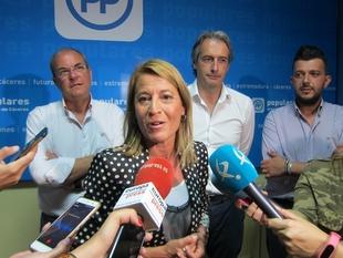 La alcaldesa de Cáceres evita pronunciarse por un candidato porque el voto es