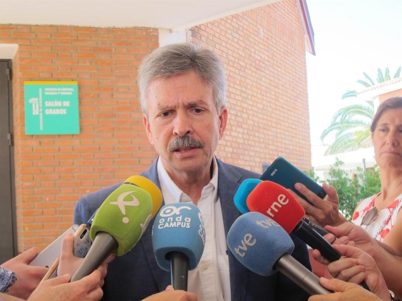 El consejero de Infraestructuras recalca que el PIR para la mina de litio en Cáceres