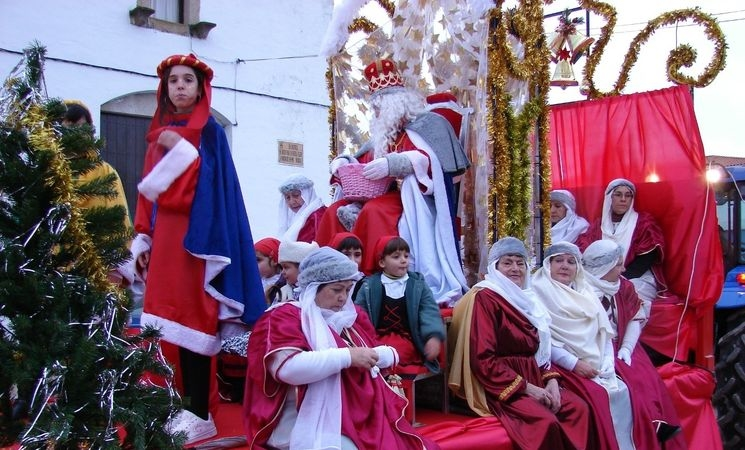 Los Reyes Magos celebra una fiesta infantil en el Bombo de la Música del Paseo de Cánovas