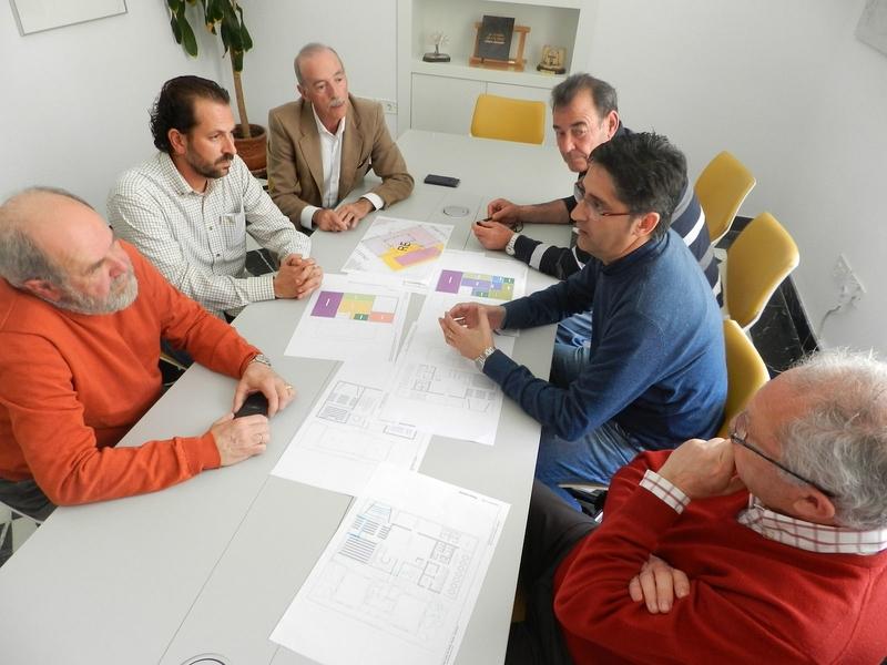 El equipo de Gobierno y colectivos de Aldea Moret trabajan para dotar al barrio de un centro cultural multidisciplinar