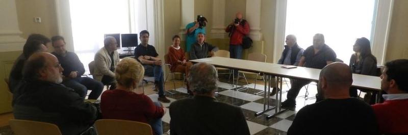 La alcaldesa tilda de satisfactoria la reunión mantenida con los comerciantes de la calle Alzapiernas