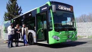 El Ayuntamiento incorpora el primer vehículo híbrido a su flota de autobuses públicos