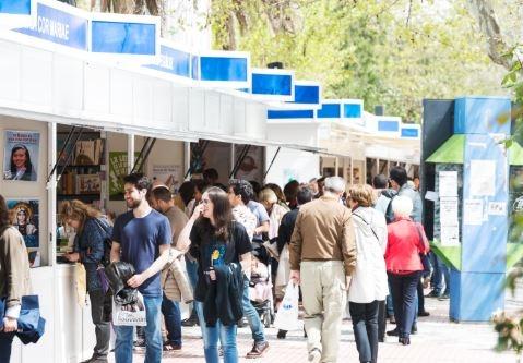 Más de 20.000 cacereños y turistas asisten a la XX Feria del Libro de Cáceres