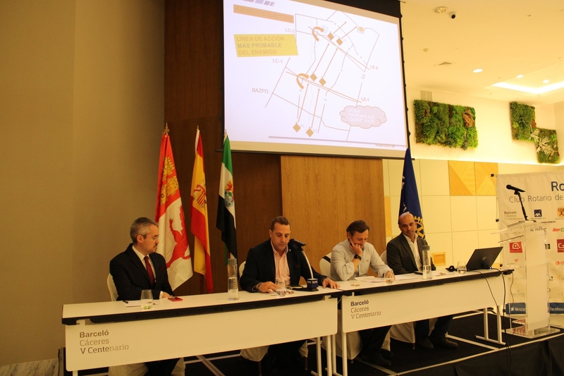 Rotary Cáceres organiza una charla para mejorar la toma de decisiones