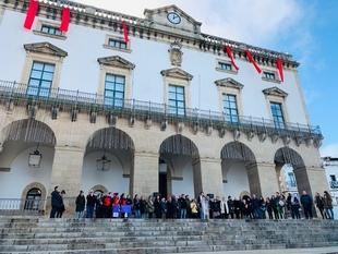 EL AYUNTAMIENTO DE CÁCERES SE SUMA AL MINUTO DE SILENCIO DEL DÍA MUNDIAL CONTRA LA VIOLENCIA DE GÉNERO
