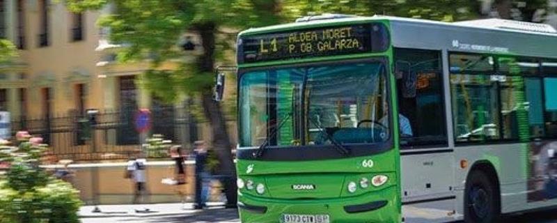 El ayuntamiento pone en marcha una línea de autobús exclusiva para el personal del Hospital Universitario y la Residencia Asistida