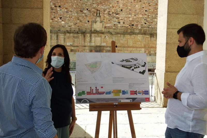 Esther Gutiérrez presenta el nuevo centro PROA de Cáceres