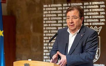 El presidente de la Junta firma el decreto que limitará la movilidad nocturna entre las 00:00 y las 06:00