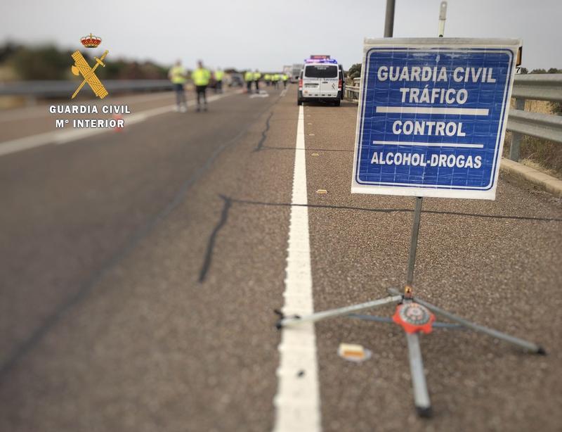 La Guardia Civil denuncia a un conductor de 38 años que iba a casi 200 km/h y dio positivo en el test de drogas