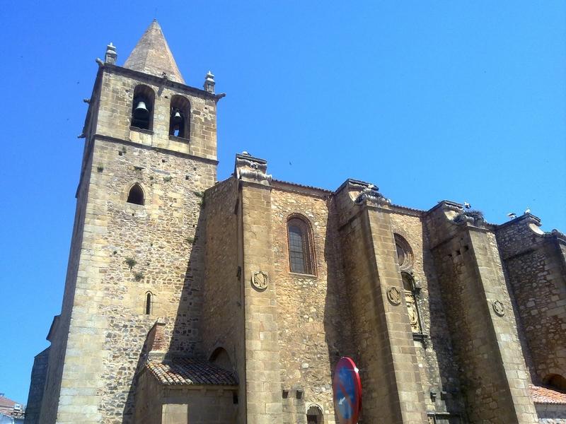 Regresan las Rutas Guiadas Innovadoras que acercarán a los visitantes al Cáceres Modernista, Santiago y arrabales