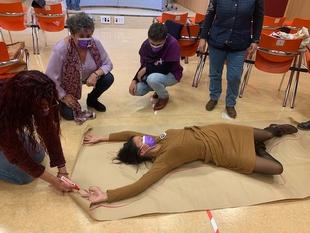 Los puntos más transitados de Cáceres se llenarán de siluetas dibujadas para recordar a las 42 mujeres muertas a manos de sus parejas