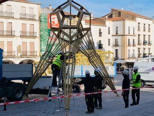 Una estrella de 12 metros en 3D en el Arco de la Estrella sustituirá al tradicional árbol de Navidad en la Plaza Mayor de Cáceres
