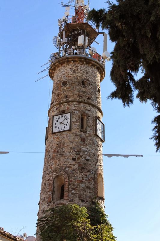 El Ayuntamiento de Cáceres pedirá la retirada de las antenas de Retevisión de la torre de la Plaza de Italia porque están dañando su estructura