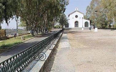 El ayuntamiento de Cáceres repara los muros de la ermita  y tapia el antiguo polvorín del Paseo Alto