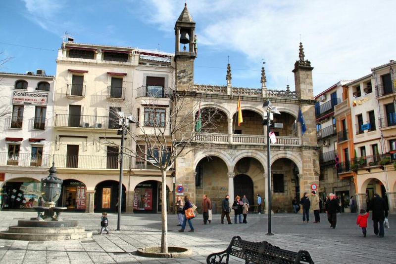 La Junta ordena el cierre de la hostelería y el comercio no esencial en las localidades cacereñas de Plasencia, Trujillo, Moraleja y Arroyo de la Luz