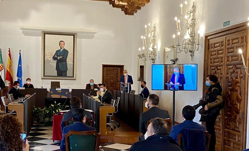El nuevo presidente de la Diputación, Carlos Carlos, apuesta por llevar una línea continuista y no hacer cambios sustanciales en el equipo de Gobierno