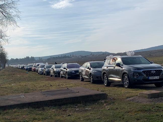 Unos 200 vehículos participan en la caravana de protesta por el cierre del comercio no esencial en Cáceres para frenar los contagios de Covid 19