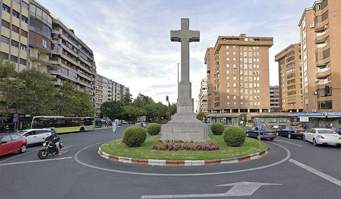 El voto de calidad del alcalde tumba la moción presentada para apoyar el mantenimiento de la Cruz de los Caídos en su actual ubicación