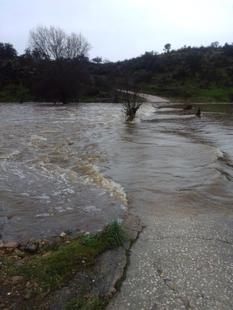 """Los vecinos de la finca """"Cuartos del Baño"""", aislados por la nueva crecida del Río Salor, piden al Ayuntamiento una solución urgente"""