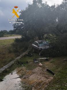 La Guardia Civil logra encontrar y auxiliar, tras dos horas de búsqueda, a un hombre que deambulaba desorientado por un accidente de tráfico