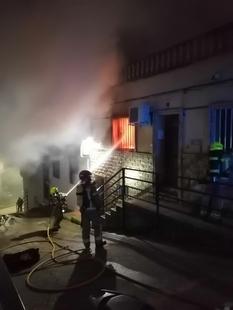 Tres personas resultan heridas en el incendio que tuvo lugar  ayer por la tarde en la Calle Sol de la capital cacereña