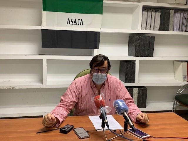 Las organizaciones agrarias convocan varios días de corte en la A-5 para protestar contra la exclusión del cultivo del tabaco de la futura PAC