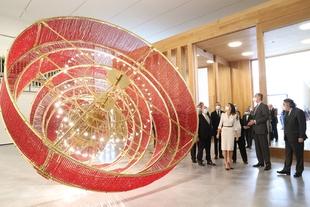 Los Reyes de España inauguran el Museo Helga de Alvear, que abrirá sus puertas al público a partir de mañana