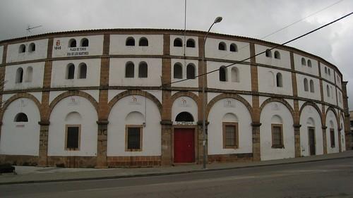 La Diputación Provincial llega a un acuerdo con el Ayuntamiento de Cáceres y aportará 300.000 euros para el arreglo de la Plaza de Toros