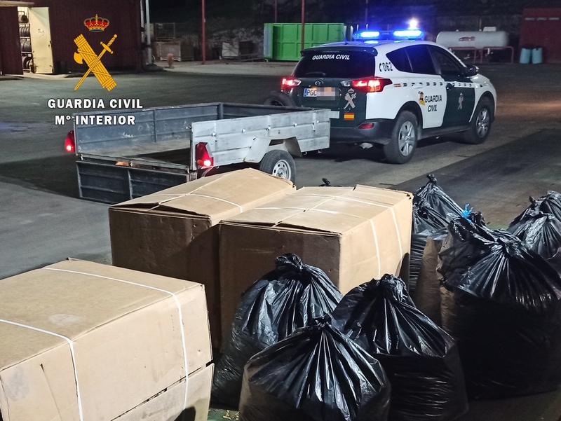 La Guardia Civil detiene a dos personas por robo y contrabando de hoja seca de tabaco en Talayuela y advierte del peligro para la salud de su consumo