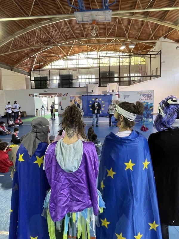 Los escolares aprende de manera lúdica la importancia de ser europeos en el Día de Europa