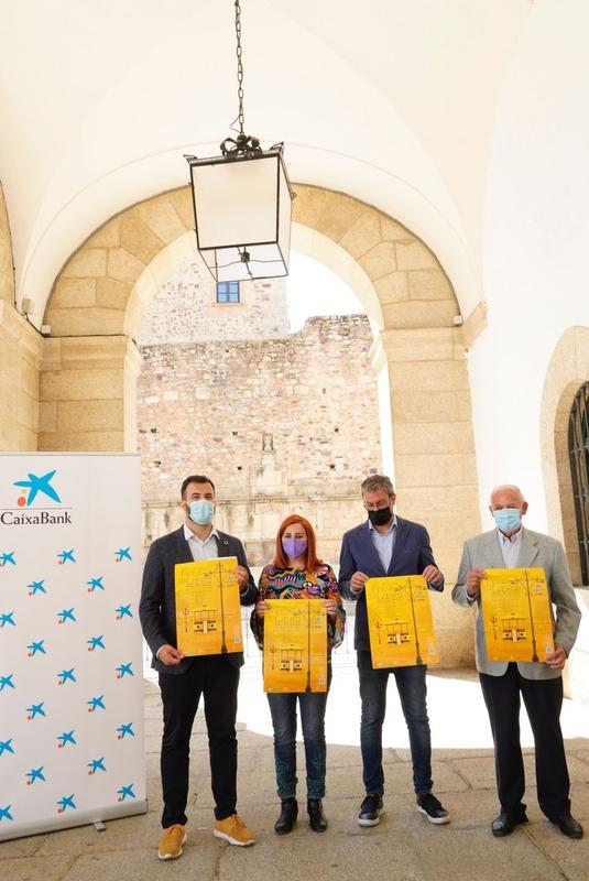 El Paseo de Cánovas se convierte un año más en el epicentro de la literatura en la ciudad con la XXI Feria del Libro