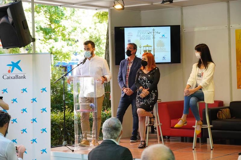 El Ayuntamiento creará una comisión para posicionar la Feria del Libro como referente en la región