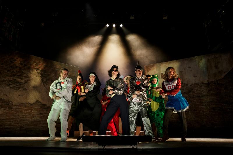 El show teatral de 'Castelvines y Monteses', de Lope de Vega, encabeza los cinco montajes del sábado y domingo en el festival de teatro