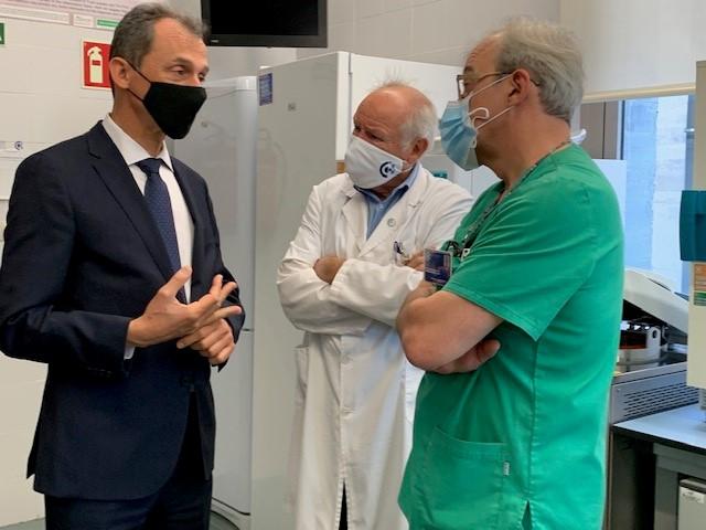 El ministro de Ciencia visita en Cáceres el Centro de Cirugía de Mínima Invasión y los terrenos en los que se instalará el CNIAE