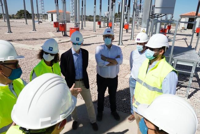 La subestación de Los Arenales, que estará terminada en otoño, asegura el suministro eléctrico de Cáceres y su futuro desarrollo industrial
