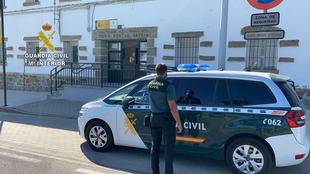 La Guardia Civil detiene a un fugado de una prisión de León que tenía retenida a su pareja en Miajadas